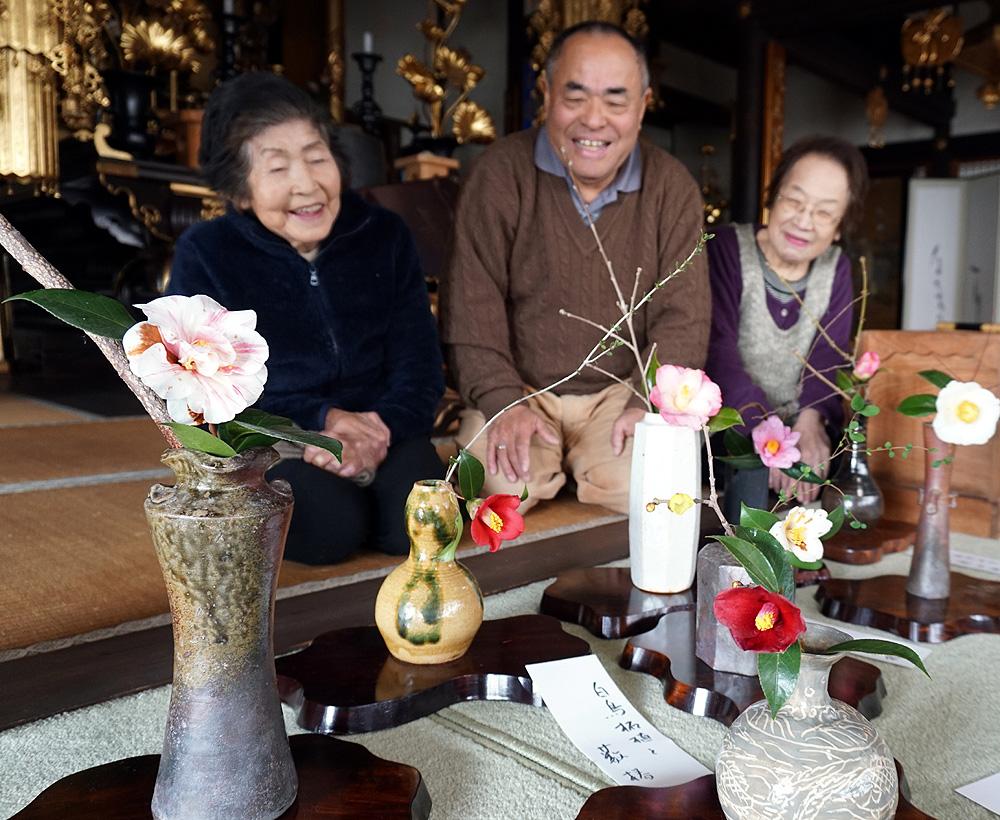 春の喜び 可憐に開花/久御山・浄安寺「椿展」