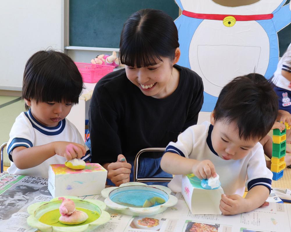 園児ら、灯籠手作り/井手・いづみ保育園