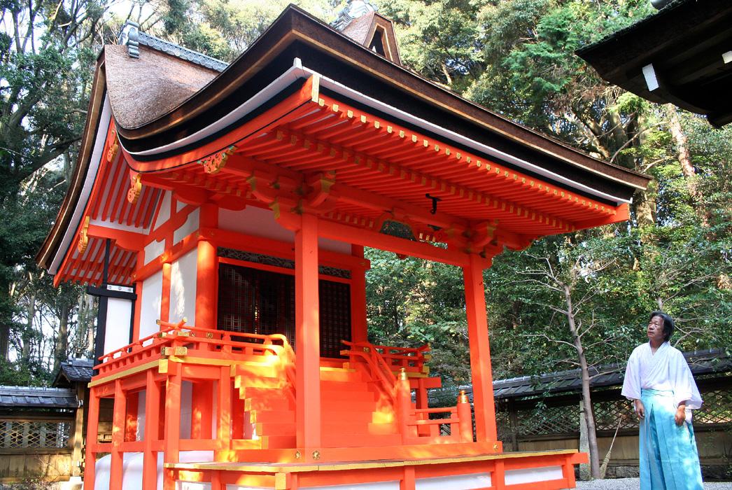 朱塗りの本殿改修完了/城陽・水度神社