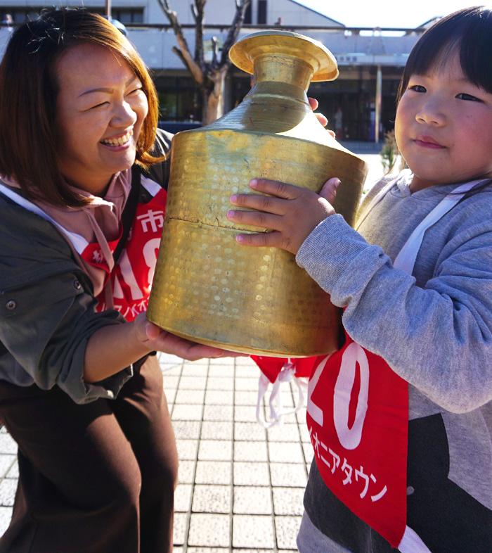 心でつなごう金の水瓶/城陽バケツリレー