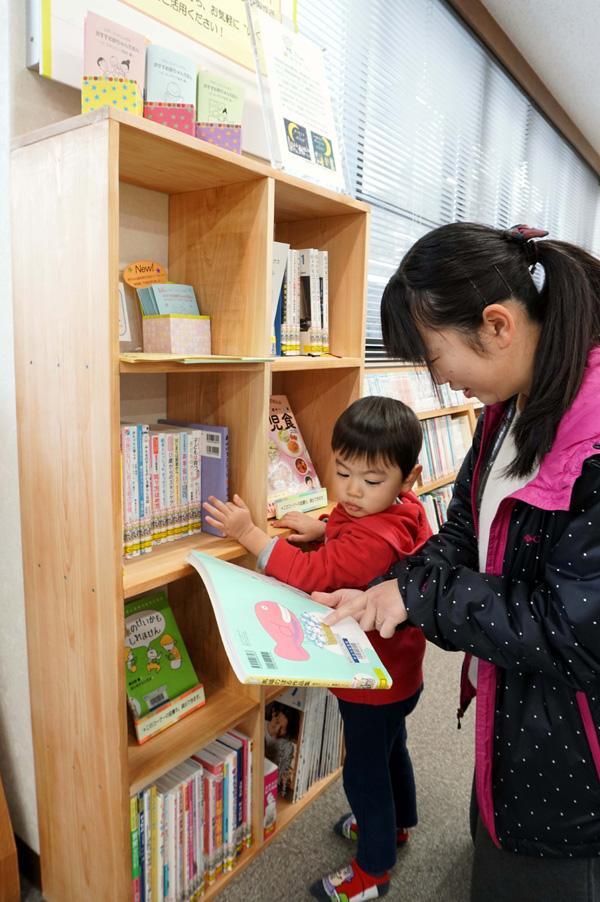 本の力で子育て支援/東宇治図書館 「いくじーず」誕生