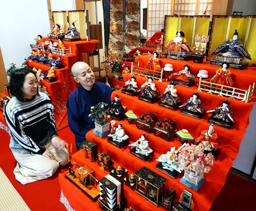 華やぐ春、ひな人形段飾りズラリ展示/久御山・大松寺