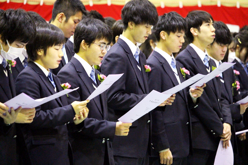 夢を持ち 高く羽ばたけ/府立高校で卒業式