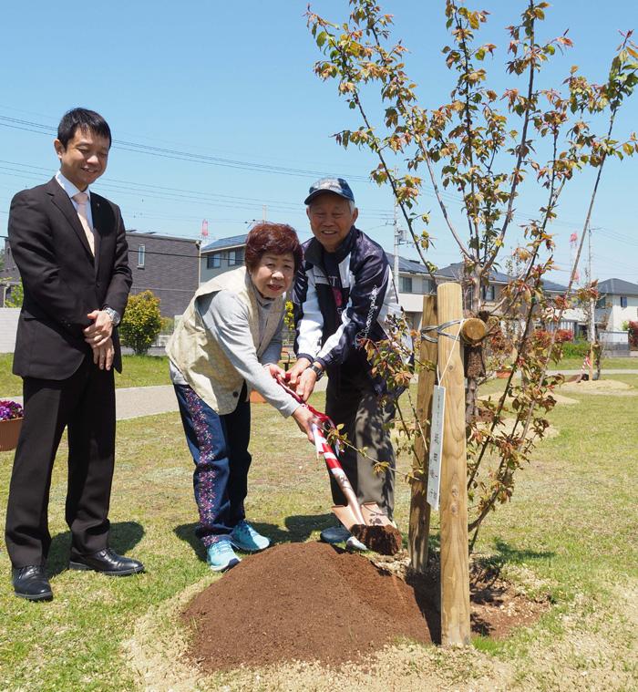 晴れ渡る丘、大きくなあれ/京田辺市記念植樹祭