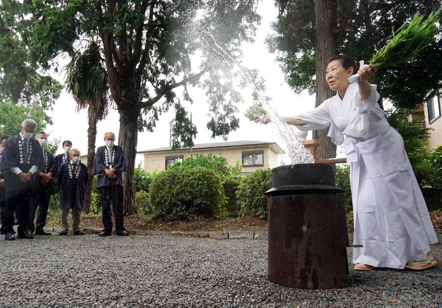 湯しぶきで悪疫退散/久御山・玉田神社「土割祭」