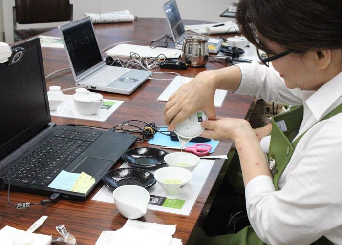 玉露を美味しく「茶ムリエ講座」を初配信/府山城広域振興局