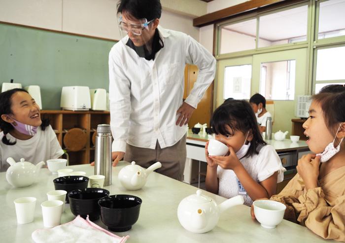 玉露の風味、親しもう/京田辺・草内小で総合学習