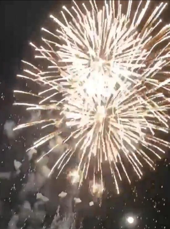 天突くコロナ退散の願い/宇治巨椋池で花火打ち上げ