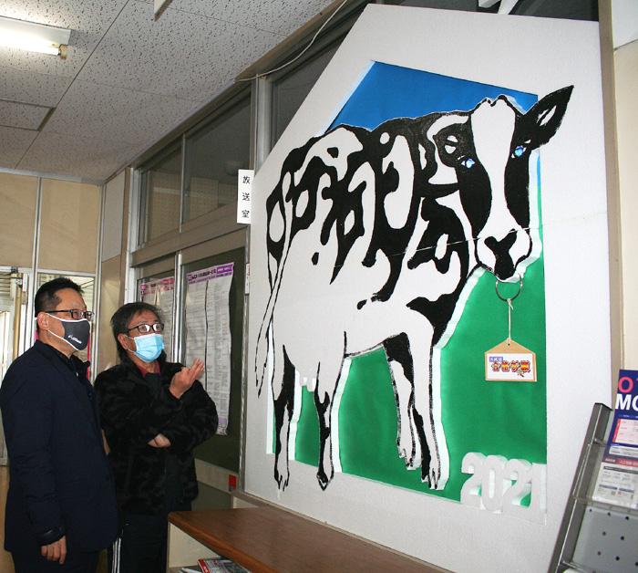 干支の巨大絵馬で受験生にエール/西城陽高校