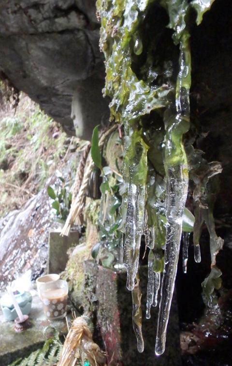 大寒までの氷柱(つらら)かな/宇治田原「大滝」