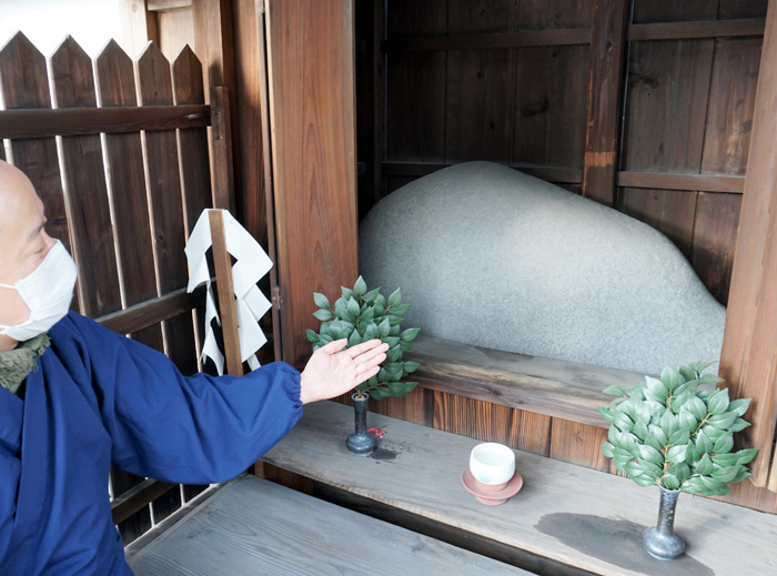 ギューッと歴史と魅力/久御山・大松寺門前の神牛石神社