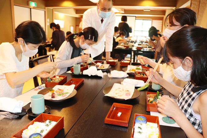 和食の良さ、存分に味わう/宇治「うーちゃ学校」に親子10組