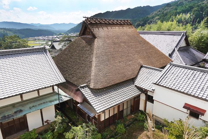 茅葺き屋根の北面を修復/宇治田原・禅定寺